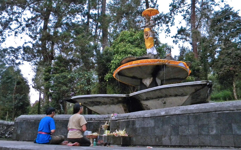 Candi Kethek Puri Dewi Saraswati Au Revoir Terletak Tidak Jauh
