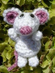 http://www.ravelry.com/patterns/library/mouse-5