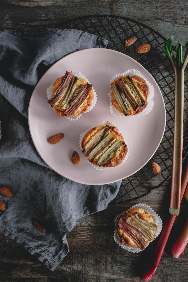 Rhabarbermuffins aus Mandel- und Maismehl (glutenfrei)