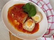 Руло от пуешко месо с варени яйца и доматен сос