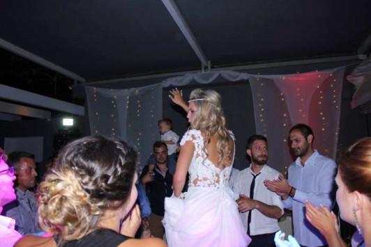 Πάτρα: Ο χορός της νύφης έκλεψε την παράσταση - Δείτε τις φωτογραφίες από το γαμήλιο γλέντι που συζητήθηκε [photos]