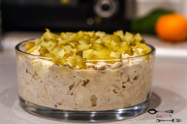 sałatki, Wielkanoc,sałatka z tuńczykiem,sałatka z jajkiem,sałatka z pieczarkami marynowanymi,sałatka z ogórkiem kiszonym,sałatka z majonezem,sałatka na święta,