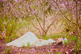 Em và mùa xuân đang về
