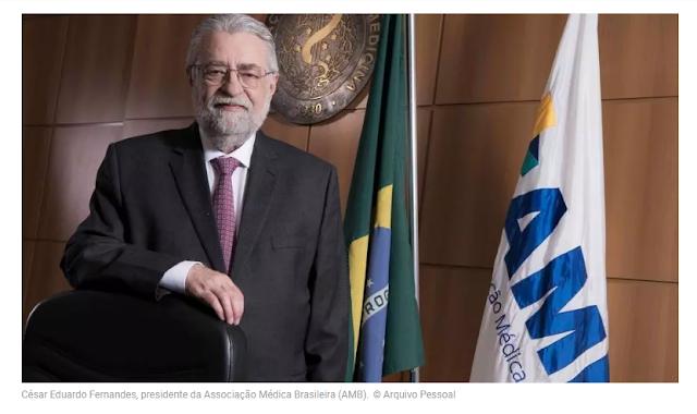 """Pandemia está no """"pior momento"""" e brasileiros não estão conscientes da gravidade, diz presidente da AMB"""