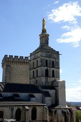 L'esterno della Cattedrale Notre Dame des Doms di Avignone