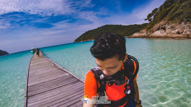 Diving at The Taaras Redang Beach and Spa Resort - Pulau Redang House Reef Cliff Cave Ship wreck underwater