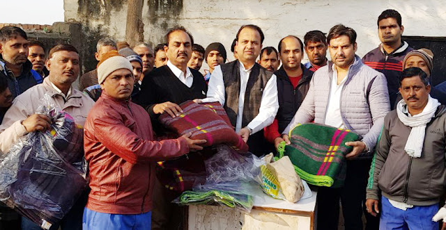 Congressmen distributed sweets and hot clothes for becoming Rahul Gandhi's president