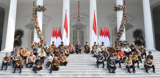 Ancam Rombak Kabinet, Natalius Pigai: Jokowi Tunjuk Diri Tak Mampu, Pilih Menteri Penuh KKN
