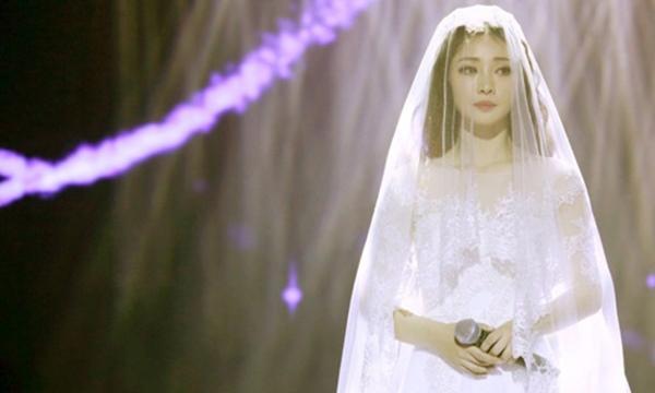 Ngất trong hôn lễ khi biết chồng có con 1