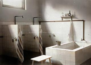 suasana kamar mandi di sekolah asrama di kota pematangsiantar