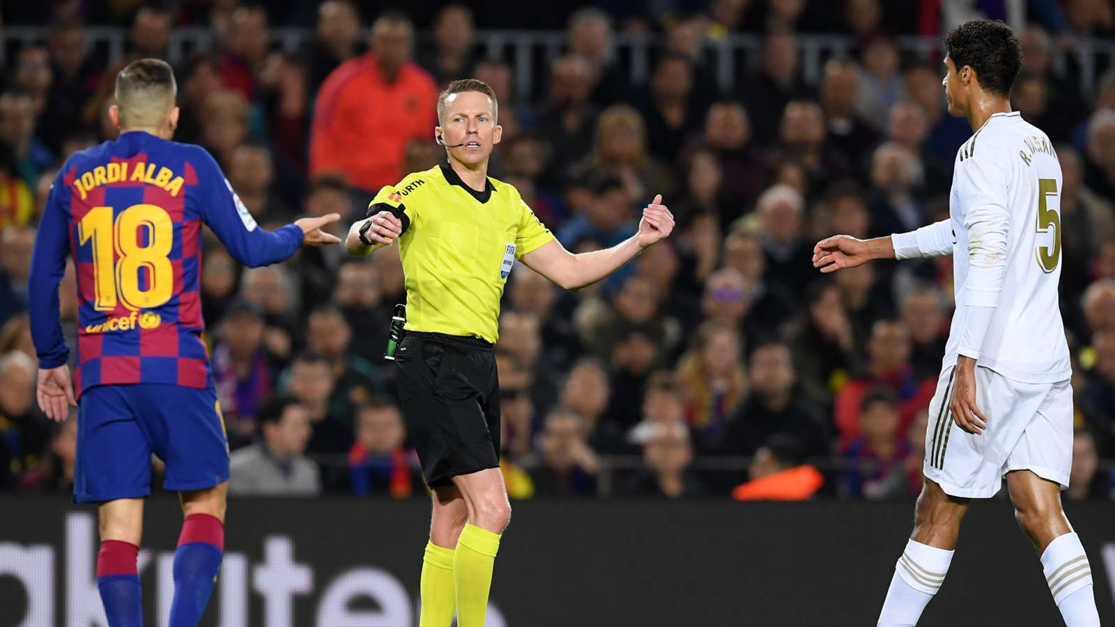 Disclosure of details of the dialogue between the referee of the arena and the video in The Clasico