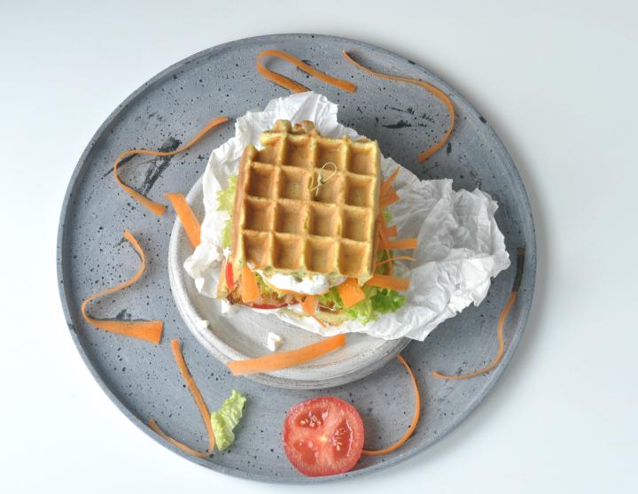 glutenfree Waffle-Sandwich with grilled Asparagus