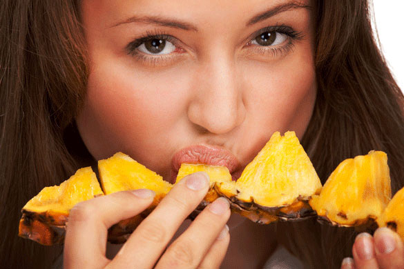 This woman eats pineapple for a week, what happens?