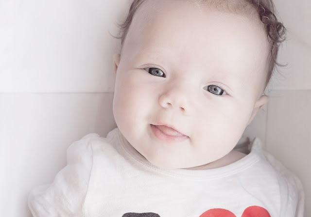 صور أطفال جميلة بعيون ملونة