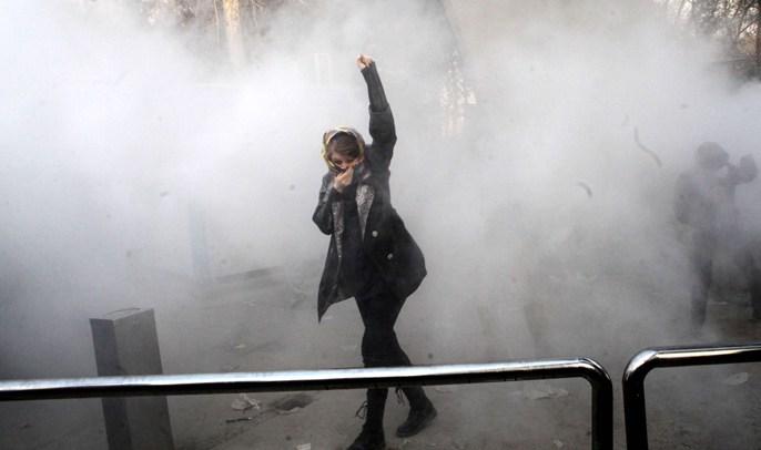 اتساع رقعة الاحتجاجات بإيران وسقوط قتلى في مواجهات مع قوى الامن