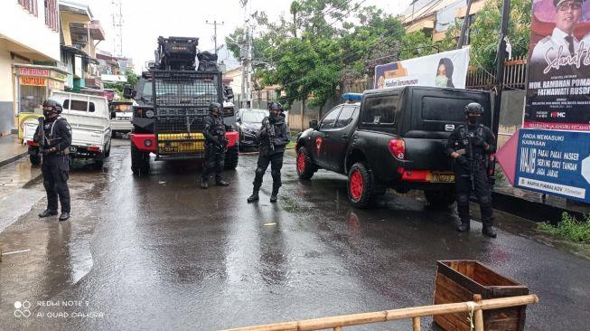 Geger-Penemuan-Paket-Mencurigakan-Bertuliskan-Islam-X-di-Makassar