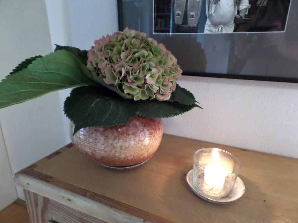 pillowtree blumen in emmaus vase. Black Bedroom Furniture Sets. Home Design Ideas