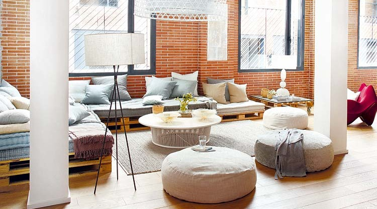 sof chill out hecho con palets en loft de dise o en barcelona. Black Bedroom Furniture Sets. Home Design Ideas