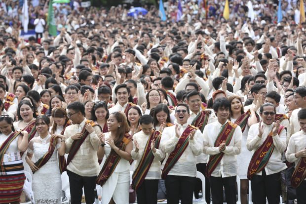 DepEd proposes sablay instead of toga in high school, elementary graduation