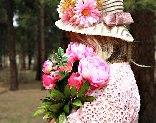bonnet, sun, hat, straw, feminine, pretty, kentucky, derby, diy, craft, flowers, athomewithjemma