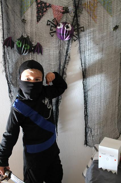 Halloween Superhelden Party Ninjago Jay Jules kleines Freudenhaus