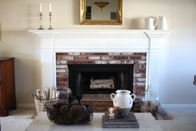 living-room-design-ideas-winter-fireplace-mantel