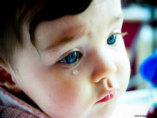 Όταν το μωρό κλαίει επίμονα τη νύχτα: Τι πρέπει να κάνετε