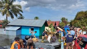 TNI AL Sisir Daerah-daerah Terisolir Dampak Banjir di Kalsel