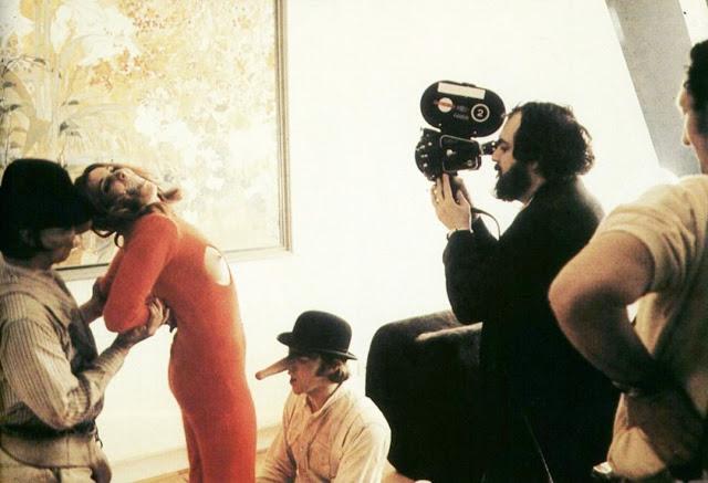 Foto dos bastidores do filme Laranja Mecânica, de 1971.