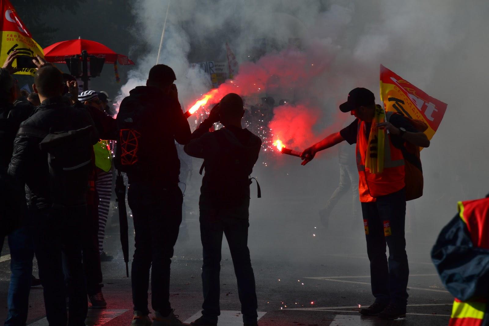 """5 décembre : le gouvernement alerte sur """"les violences"""" et les milliers de """"gilets jaunes radicaux"""""""