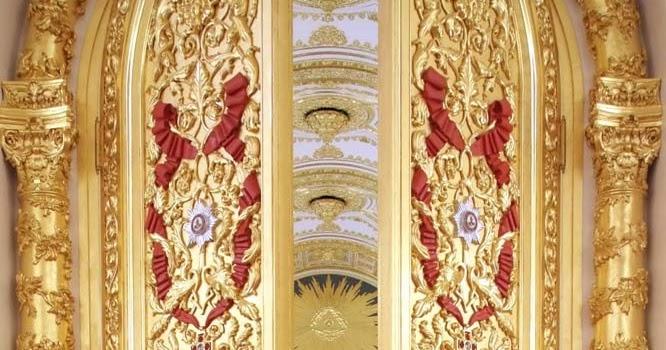 Open The Door To Europe Gold Doors Of The Kremlin