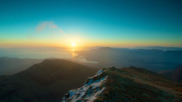 peak of mountains during sunset