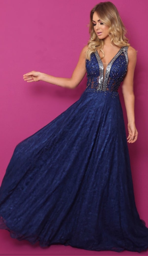 vestido de festa longo azul  marinho rendado com saia fluida