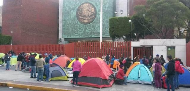 Mentores de  CNTE bloquean San Lázaro ¡