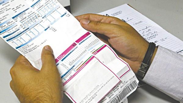 Distribuidora de energia no Ceará, Enel foi multada em mais de R$ 6,4 milhões em 2019 por problemas no serviço