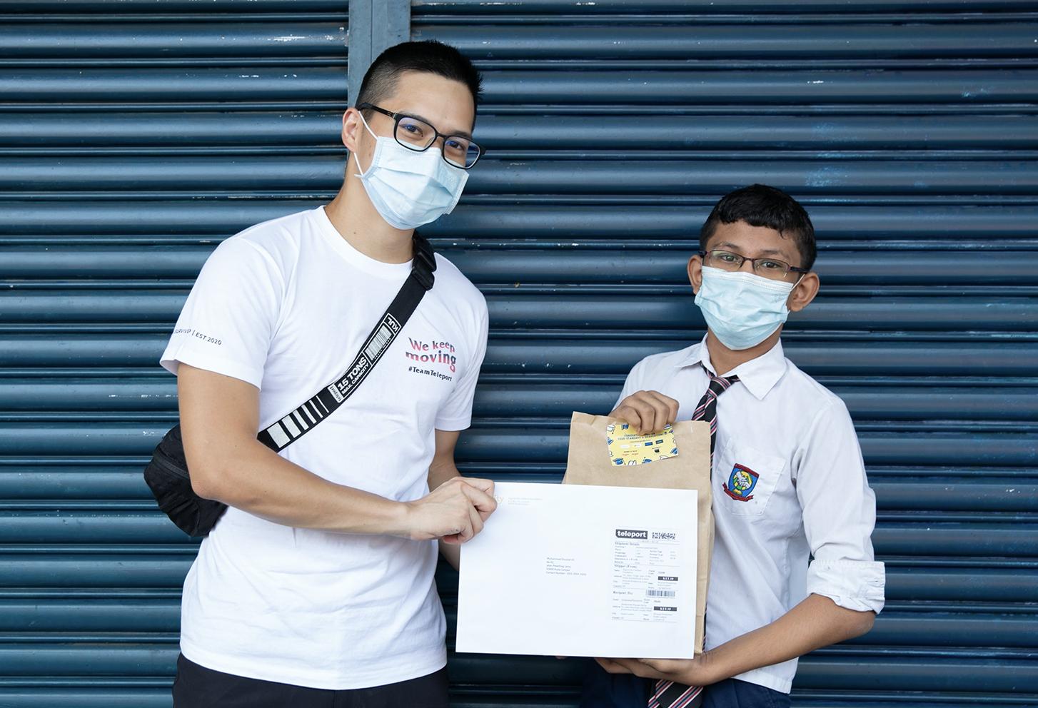 Teleport AirAsia membuat penghantaran khas kepada Graduan Dignity
