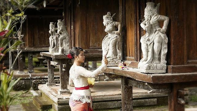 Wanita Bali