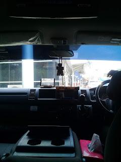 bagian depan mobil travel