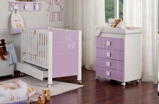 Habitación bebé lila blanco