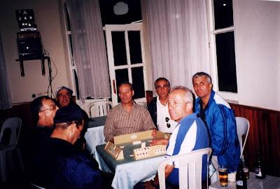 bir masada 7 kişi