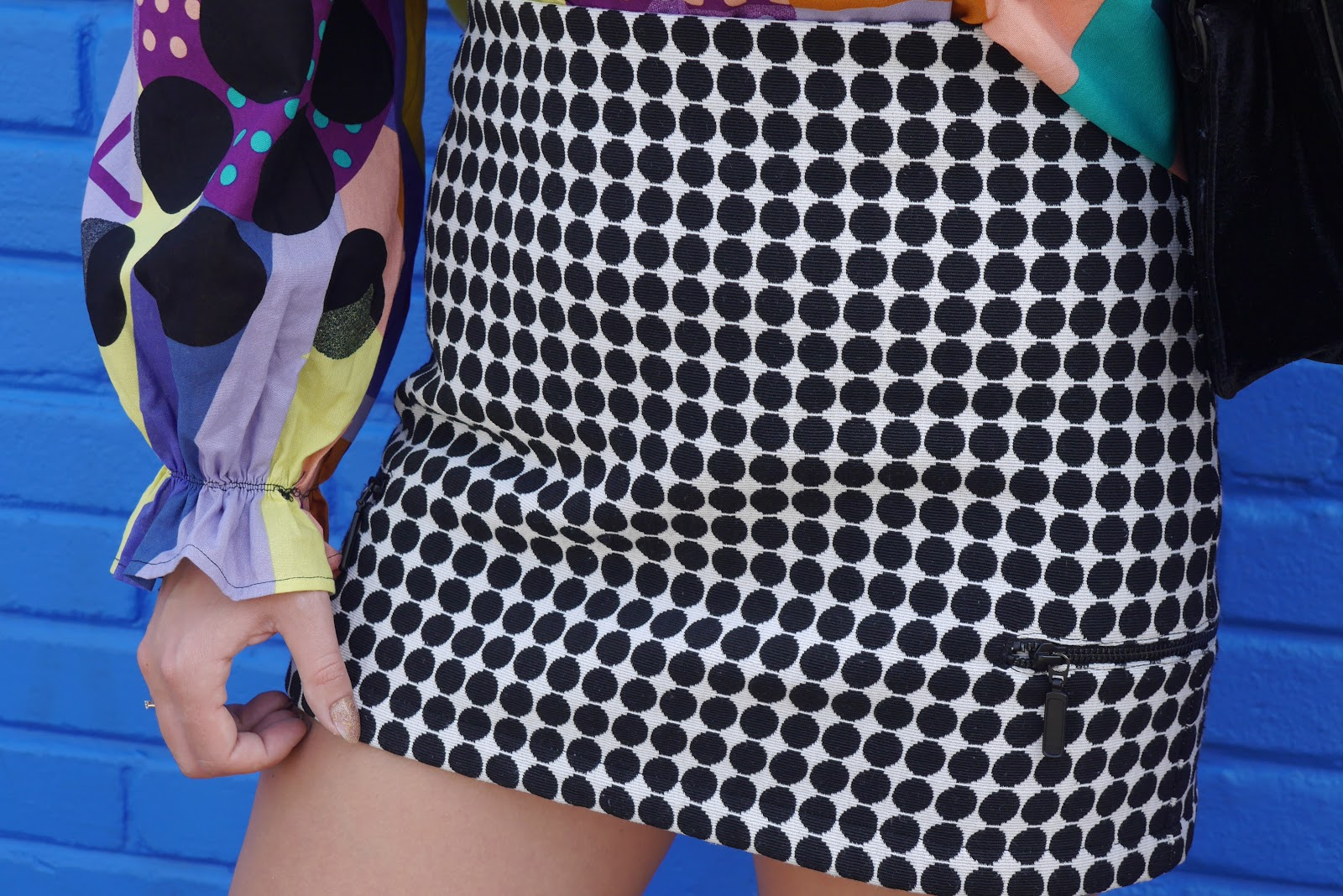 spódnica w biało-czarne kropki karyn blog modowy buty sportowe renee