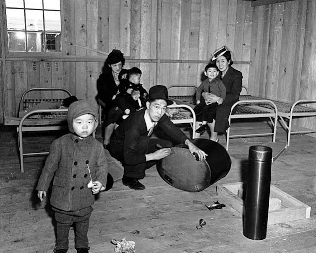 Japanese-American internees at Puyallup camp in 1942 worldwartwo.filminspector.com