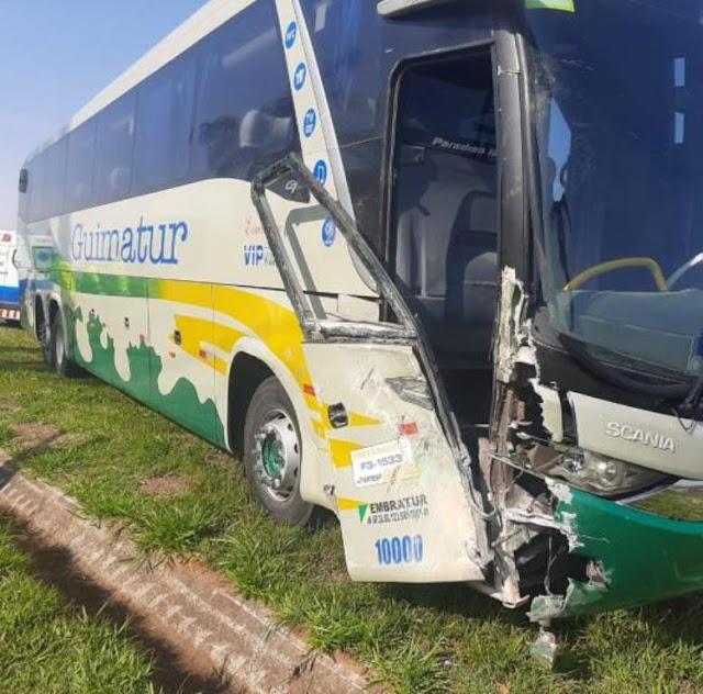 Motorista de ônibus tem mau súbito e passageiro assume a direção durante viagem em Tupã