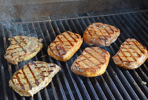 Smithfield Roasted Garlic and Herb Pork Chops on a SABER Elite 1500 gas grill #realflavorrealfast