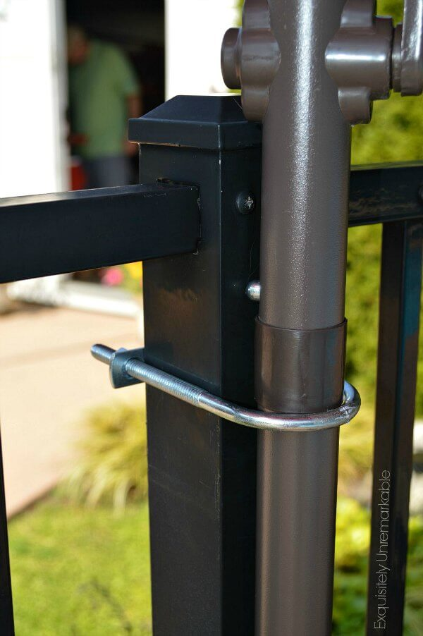 Umbrella pole clamped to Fence post with u bolt