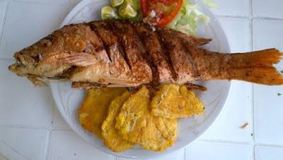 Pescado frito con patacones