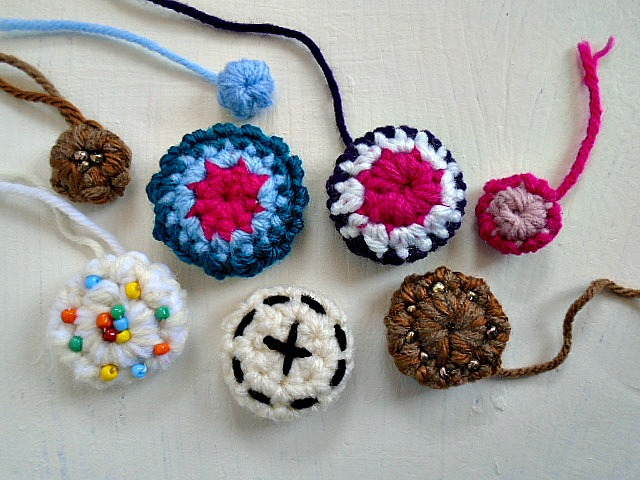 Crochet Buttons  - Free Crochet Pattern + Tutorial