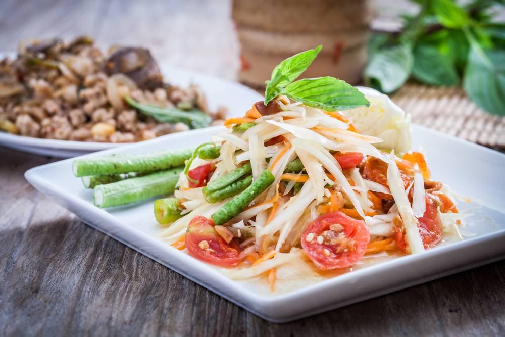 Makanan Thailand Som Tam (asianinspirations.com)