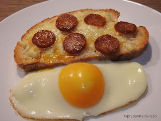 Paine branza oua carnati reteta mancare gustare rapida cuptor retete stradale sandwich fast food crocant picant mic dejun,