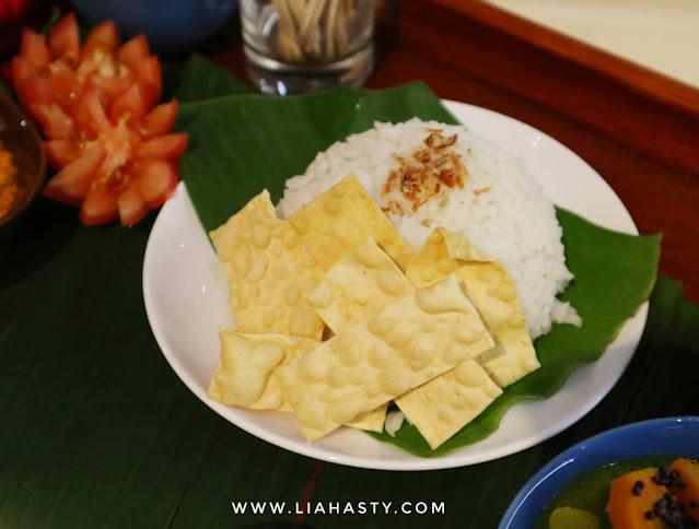 Banana Leaf Rice Set dari Ixora Hotel Pulau Pinang